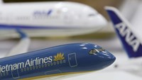 A model of Vietnam Airlines aircraft (front) is seen next to models of ANA's aircraft at a ticket office in Hanoi January 12, 2016. Photo credit: Kham/Reuters