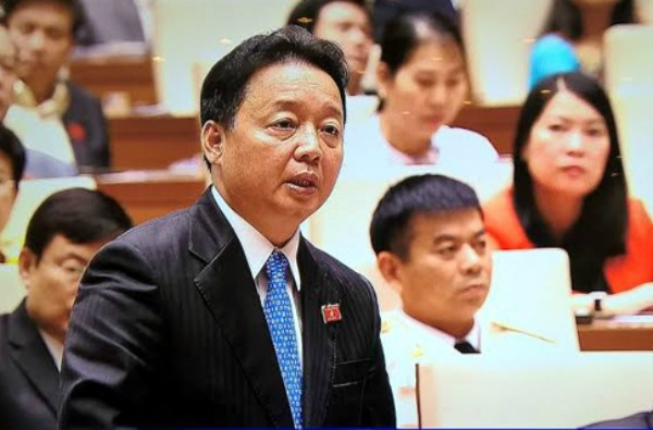 Tran Hong Ha, Minister of Natural Resources and Environment, addresses a parliamentary session in Hanoi on July 29, 2016. Photo credit: Dau Tu newspaper