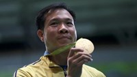 Hoang Xuan Vinh holds his gold medal during the medal ceremony for the men's 10m air pistol shooting event at the Rio 2016 Olympic Games at the Olympic Shooting Centre in Rio de Janeiro August 6, 2016. Photo credit: Reuters