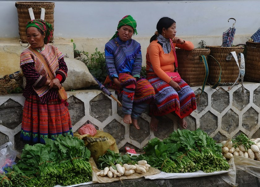 Ethnic Hmong women selling vegetables at the mountainous Bac Ha weekly Sunday market in the northern Vietnamese province of Lao Cai on November 2, 2014. Photo credit: AFP