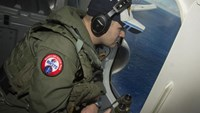 Malaysia Airlines search heads deep underwater in new phase