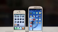 Samsung contests Apple's patent claims in $2 billion case