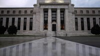 White House considers former banking lawyer for Fed board - sources