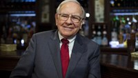 Buffett: Next Berkshire CEO should be only one to get options