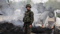 Rebels down Ukraine helicopters, Putin denounces city assault