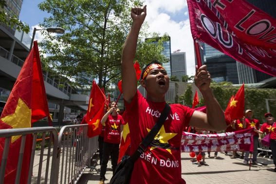A Vietnamese national living in Hong Kong shouts slogans during a protest against China's territory claim in Hong Kong May 25, 2014.