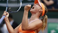 Russia's Maria Sharapova reacts after a point during her French Open final match against Romania's Simona Halep at the Roland Garros stadium in Paris, on June 7, 2014.