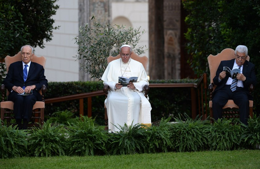 Pope Francis, center, sits between Palestinian President Mahmoud Abbas, right, and Israeli President Shimon Peres, left, during a joint peace prayer in the gardens of the Vatican, on June 8, 2014. Photo credit: AFP
