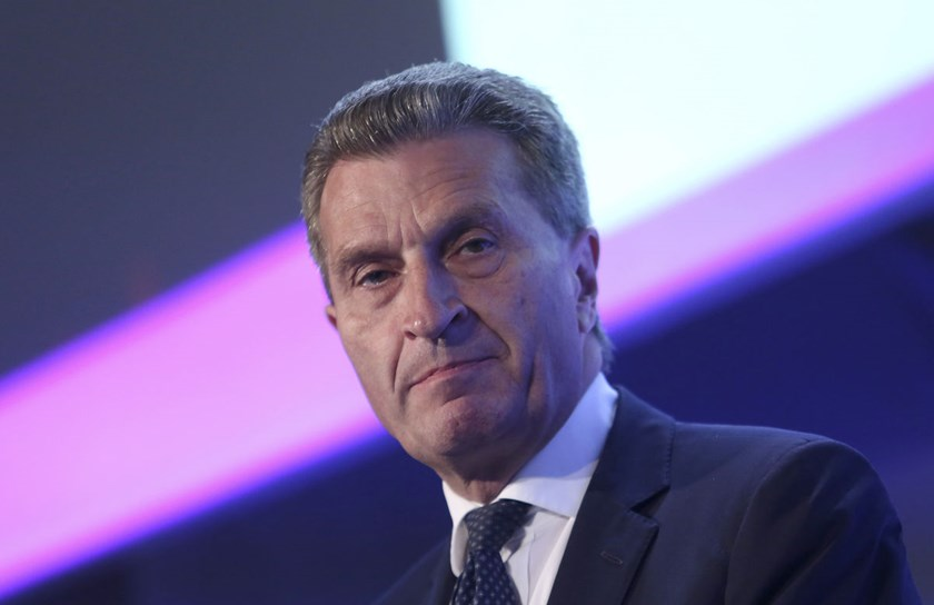 Russia offered to supply gas for about 20 percent below the current price, a level Ukraine said was still more than it's willing to pay, EU Energy Commissioner Guenther Oettinger said at a press conference after the three-way meeting.