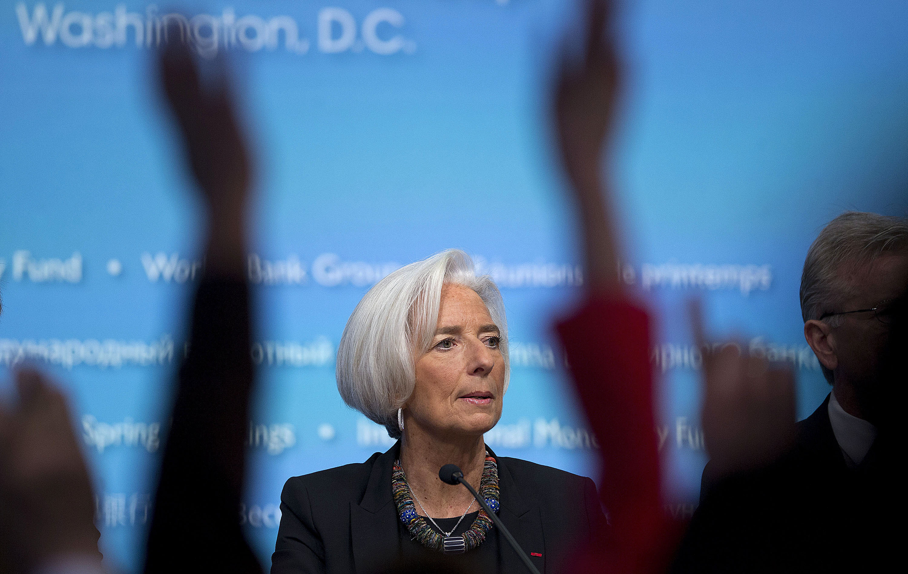 IMF cuts U.S. growth outlook, sees more scope for zero rates
