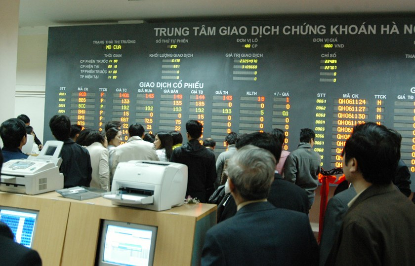 Vietnam index hits lowest level in almost 2 weeks; Thai shares rebound
