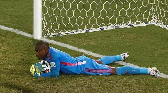Nigeria's goalkeeper Vincent Enyeama makes a save during the 2014 World Cup Group F soccer match between Nigeria and Bosnia at the Pantanal arena in Cuiaba June 21, 2014.