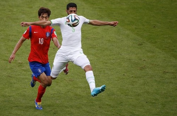 South Korea's Park Chu-young (L) fights for the ball with Algeria's Rafik Halliche during their 2014 World Cup Group H soccer match at the Beira Rio stadium in Porto Alegre June 22, 2014.