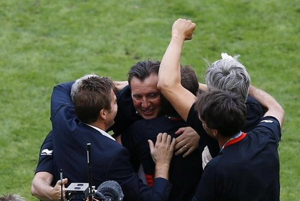 Belgium's coach Marc Wilmots (C) celebrates his with staff after they beat Russia in their 2014 World Cup Group H soccer match at the Maracana stadium in Rio de Janeiro June 22, 2014.