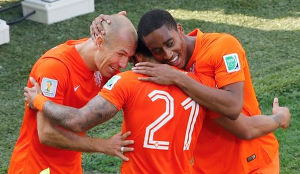 Memphis Depay of the Netherlands celebrates socring with teammates Arjen Robben and Leroy Fer during their 2014 World Cup Group B soccer match against Chile at the Corinthians arena in Sao Paulo June 23, 2014.