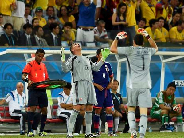 Colombia's Faryd Mondragon gestures before coming in to replace David Ospina as goalkeeper during their 2014 World Cup Group C soccer match against Japan at the Pantanal arena in Cuiaba June 24, 2014.