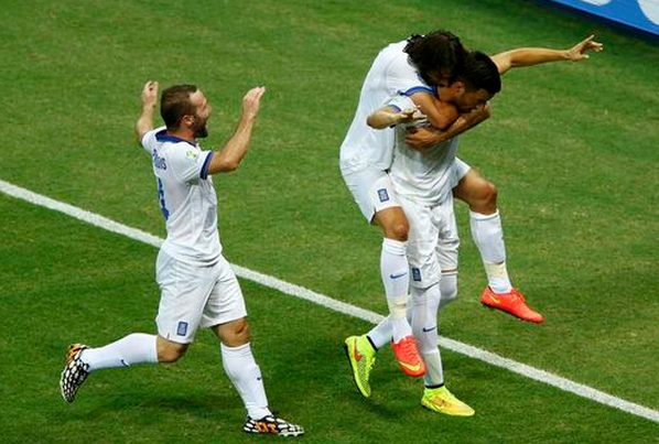 Greece's Andreas Samaris (R) celebrates with teammates scoring against Ivory Coast during their 2014 World Cup Group C soccer match at the Castelao arena in Fortaleza June 24, 2014.