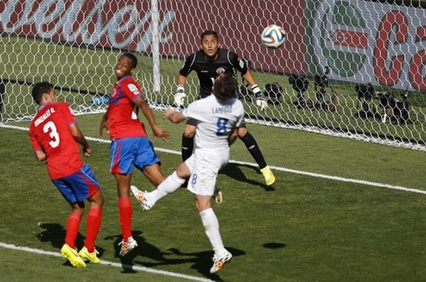 Costa Rica's goalkeeper Keilor Navas eyes the ball during the 2014 World Cup Group D soccer match between Costa Rica and England at the Mineirao stadium in Belo Horizonte June 24, 2014.