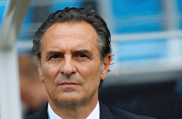 Italy's coach Cesare Prandelli watches before the 2014 World Cup Group D soccer match between Uruguay and Italy at the Dunas arena in Natal June 24, 2014.