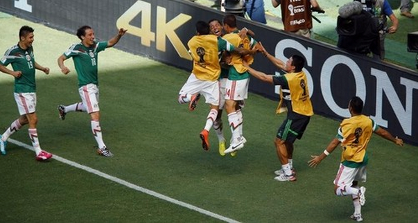 Mexico's Giovani Dos Santos (C) celebrates with his teammates after scoring against the Netherlands during their 2014 World Cup round of 16 game at the Castelao arena in Fortaleza June 29, 2014.
