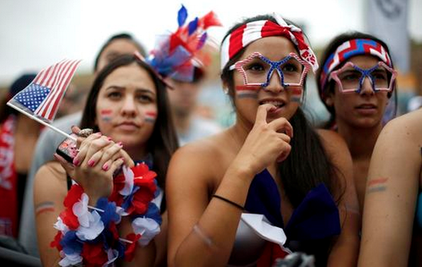 USA fans react during the 2014 World Cup Group G soccer match between Germany and the U.S. at a viewing party in Hermosa Beach, California June 26, 2014.