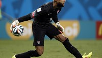 US goalkeeper Tim Howard rolls the ball out during extra-time in the Round of 16 football match between Belgium and USA at The Fonte Nova Arena in Salvador on July 1, 2014, during the 2014 FIFA World Cup.