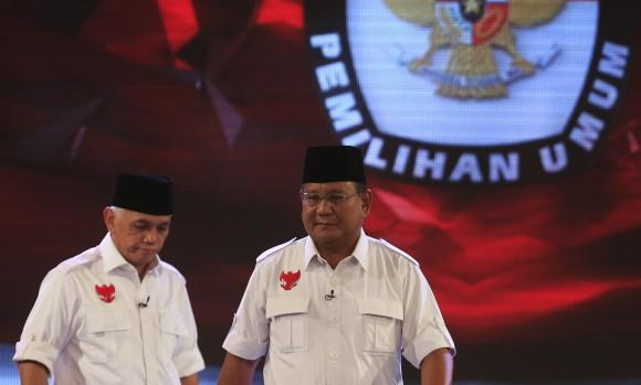 Indonesia's presidential candidate Prabowo Subianto (R) and Hatta Rajasa walks during a televised debate with his opponent Joko ''Jokowi'' Widodo and Yusuf Kalla (not pictured) in Jakarta July 5, 2014.