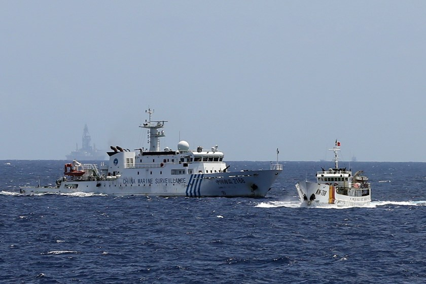 A Chinese ship (L) almost rams a Vietnamese fisheries surveillance boat operating near an oil rig that China illegally placed in Vietnam's exclusive economic zone in South China Sea since early May 2014