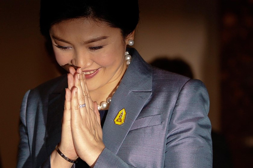 Thailand's Prime Minister Yingluck Shinawatra gives a traditional greeting as she arrives at the Constitutional Court in Bangkok May 6, 2014.
