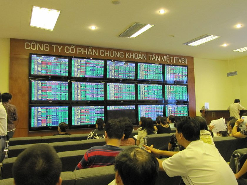 Vietnam index hits 3-mth high, FPT soars on buyout talk