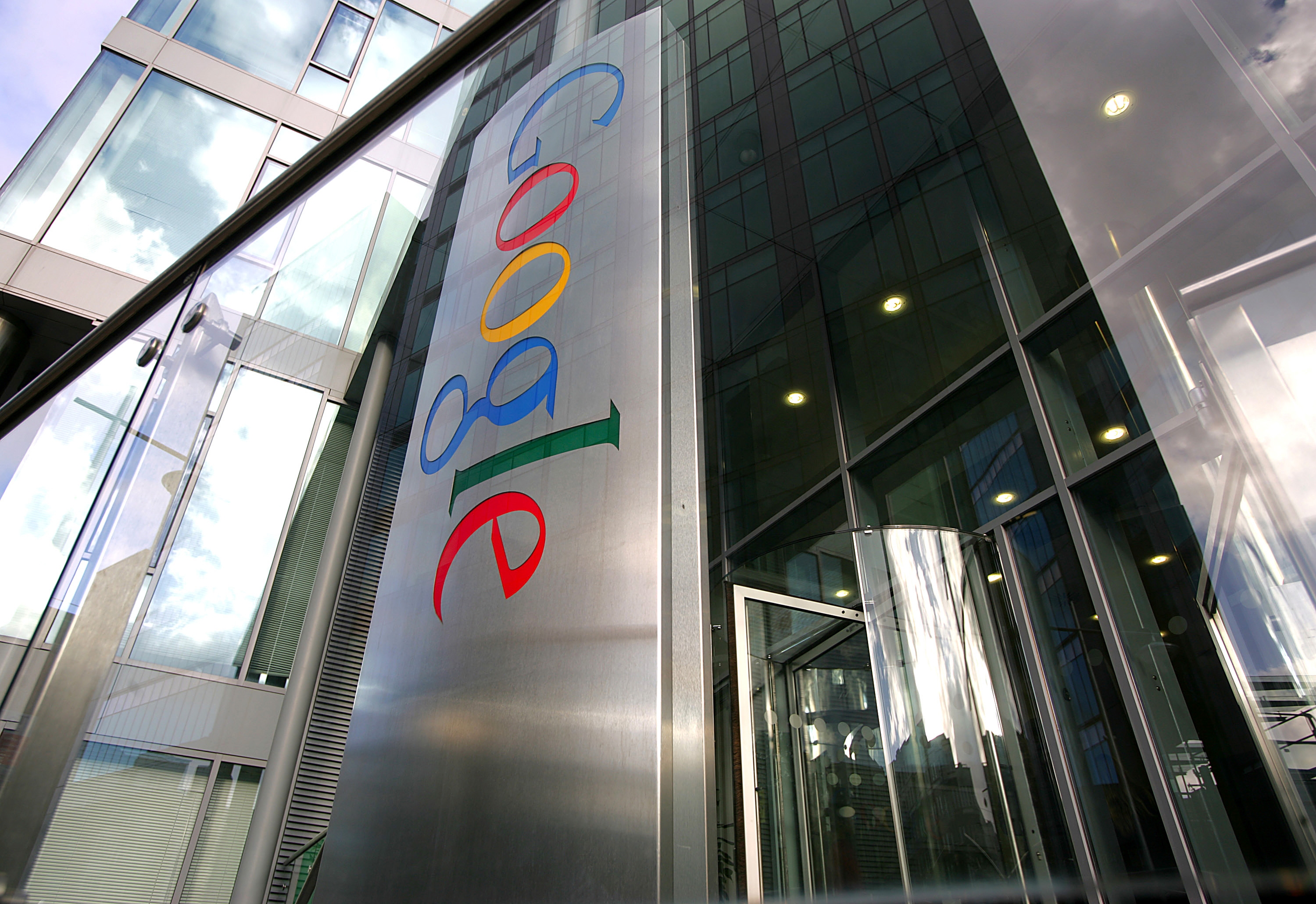 Google jogs memories meant to be forgotten, watchdog says