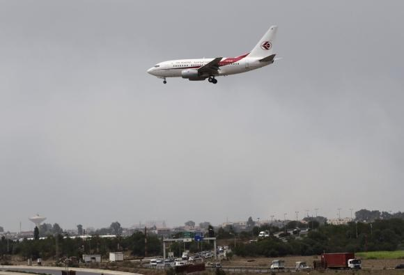 An Air Algerie Airways plane prepares to land at Houari Boumediene Airport in Algiers July 24, 2014. An Air Algerie flight crashed on Thursday en route from Ouagadougou in Burkina Faso to Algiers with 110 passengers on board, an Algerian aviation official