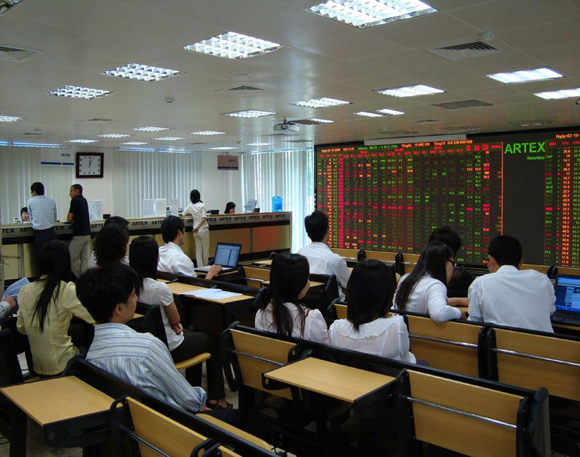 Vietnam index dips 0.2 pct, KDC up on Q3 sale hopes