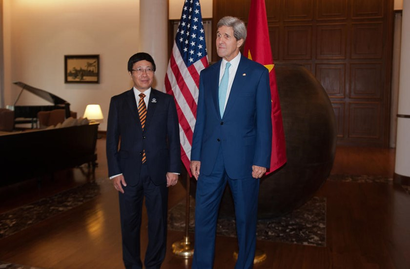 US Secretary of State John Kerry (R) meets with Vietnam's Deputy Prime Minister and Minister of Foreign Affairs Pham Binh Minh, in Naypyidaw, Myanmar, on August 9, 2014