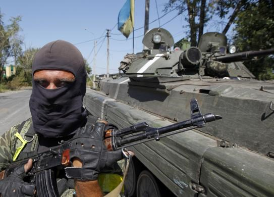 A Ukrainian serviceman guards a checkpoint outside Donetsk, August 15, 2014.