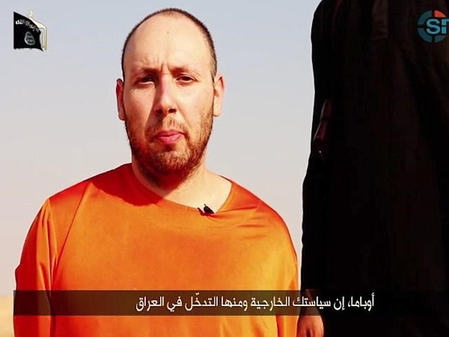 A video purportedly showing U.S. journalist Steven Sotloff kneeling next to a masked Islamic State fighter holding a knife in an unknown location in this still image from video released by Islamic State September 2, 2014.