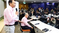 Jason Chen, chief executive officer of Acer Inc., left, speaks as Stan Shih, co-founder and chairman, looks on during a news conference at the company's headquarters in New Taipei City on Jan. 13, 2014.