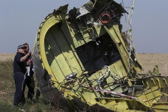Members of a group of international experts inspect wreckage at the site where the downed Malaysia Airlines flight MH17 crashed, near the village of Hrabove (Grabovo) in Donetsk region, eastern Ukraine August 1, 2014.