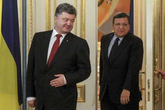 Ukrainian President Petro Poroshenko (L) and outgoing European Commission President Jose Manuel Barroso enter a room before their meeting in Kiev, September 12, 2014.