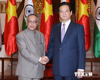 India tightens Vietnam defence, oil ties