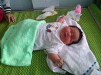 Mum gives birth to massive baby in Vietnam