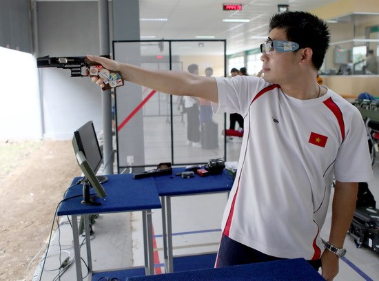 Ha Minh Thanh scored 571 points  to win a bronze medal in the men's 25m standard pistol competition,