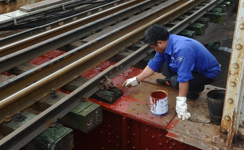 A file photo shows a Vietnamese worker checking a railroad section. Photo: AFP