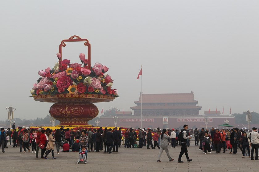 Beijing raises smog alert as pollution envelops North China