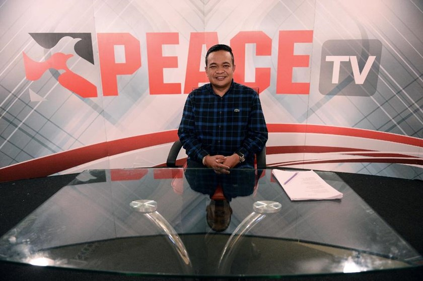 Chairman of the Red Shirts Jatuporn Prompan pictured ahead of his live show on Peace TV, back on the airwaves after the Junta lifted its ban, October 10, 2014