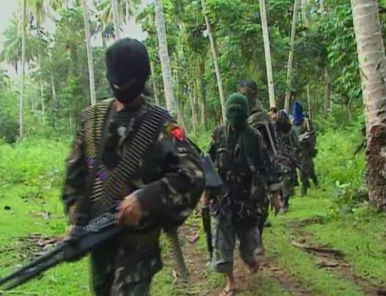 Abu Sayyaf rebels are seen in the Philippines in this video grab made available February 6, 2009. Photo: Reuters
