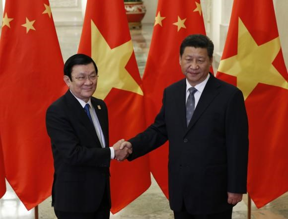 Vietnam's President Truong Tan Sang shakes hands with China's President Xi Jinping (R) during a meeting at the Great Hall of the People, on the sidelines of the Asia Pacific Economic Cooperation (APEC) meetings, in Beijing, November 10, 2014.