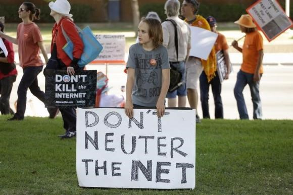 A pro-net neutrality Internet activist rally in the neighborhood where President Obama attended a fundraiser in Los Angeles, July 23, 2014.