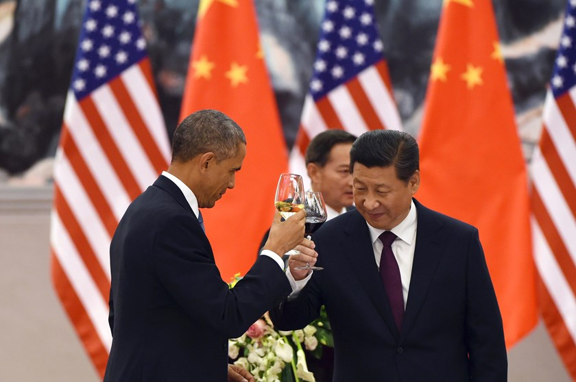 U.S. President Barack Obama (L) and Chinese President Xi Jinping (R) drink a toast at a lunch banquet in the Great Hall of the People in Beijing on Nov. 12, 2014.