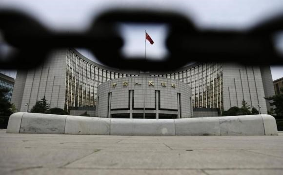 The headquarters of China's central bank, the People's Bank of China, is pictured behind an iron chain in Beijing, June 21, 2013.